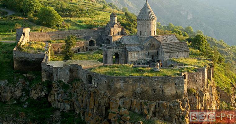 армянский город и горы