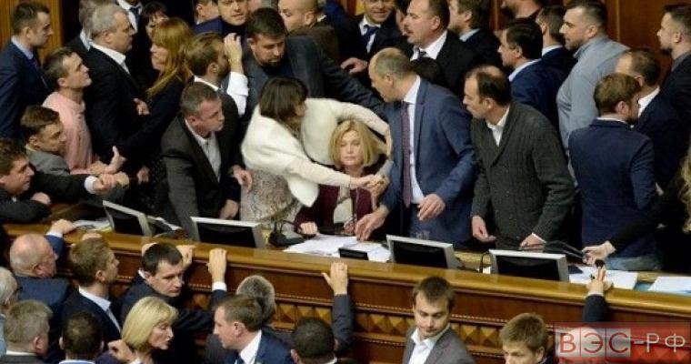 Депутаты Верховной Рады устроили драку