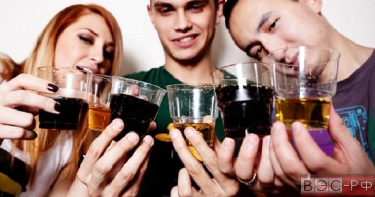 употребление крепких алкогольных напитков