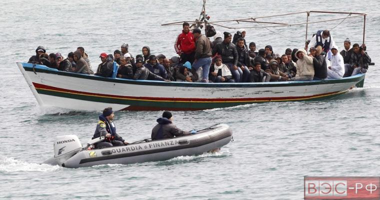 беженцы у берегов Италии
