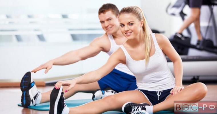Занятие физкультурой в спортзале