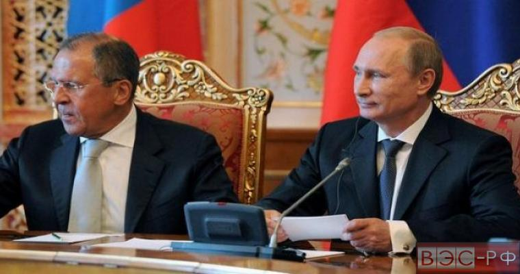 Президент РФ Владимир Путин и глава МИД РФ Сергей Лавров