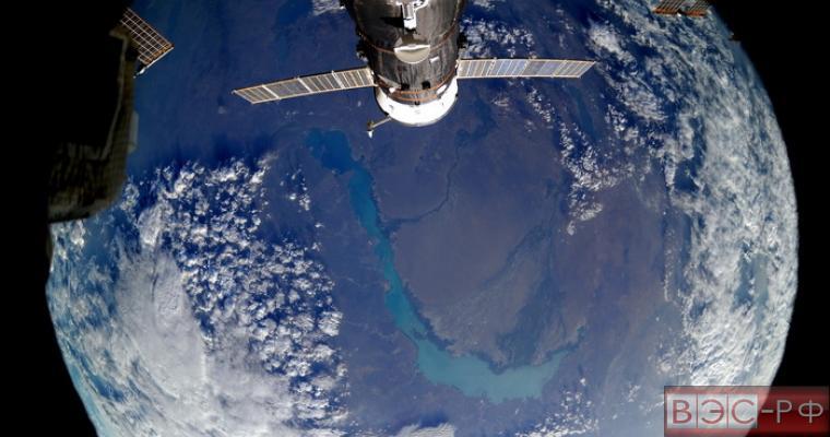 необычное фото с космонавтами появилось в Сети