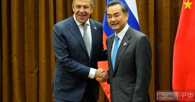 Лавров и Ван И обсудят визит Путина в Китай