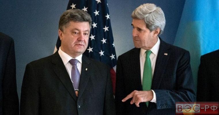 Экс-госсекретарь Джон Керри и президент Украины Петр Порошенко
