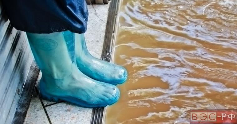 вода подбирается к морским базам США