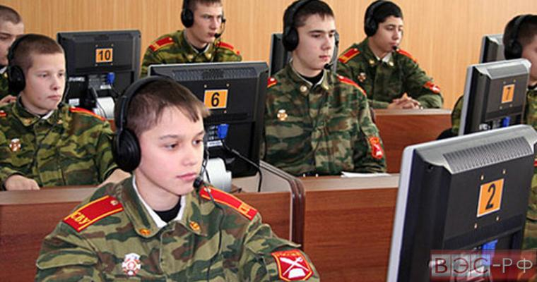 военные курсанты на занятии