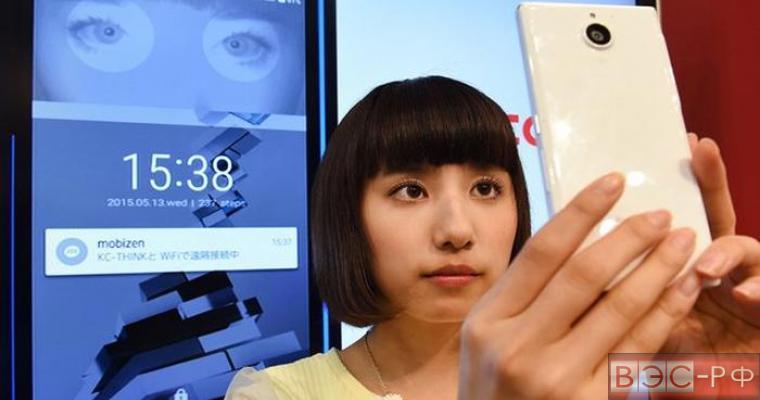 Стали известно, когда выйдет смартфон, управляемый глазами