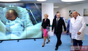 Путин в роддоме
